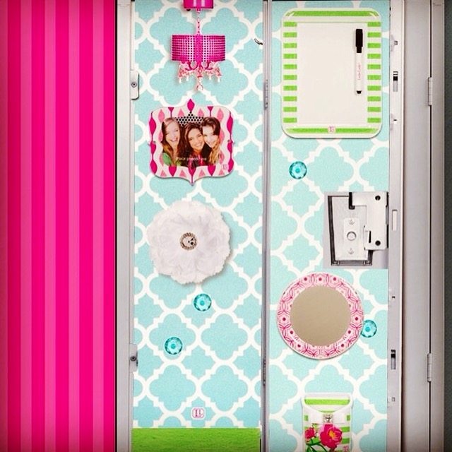 Fashionable AND Functional Locker Décor~LockerLookz Review & Giveaway