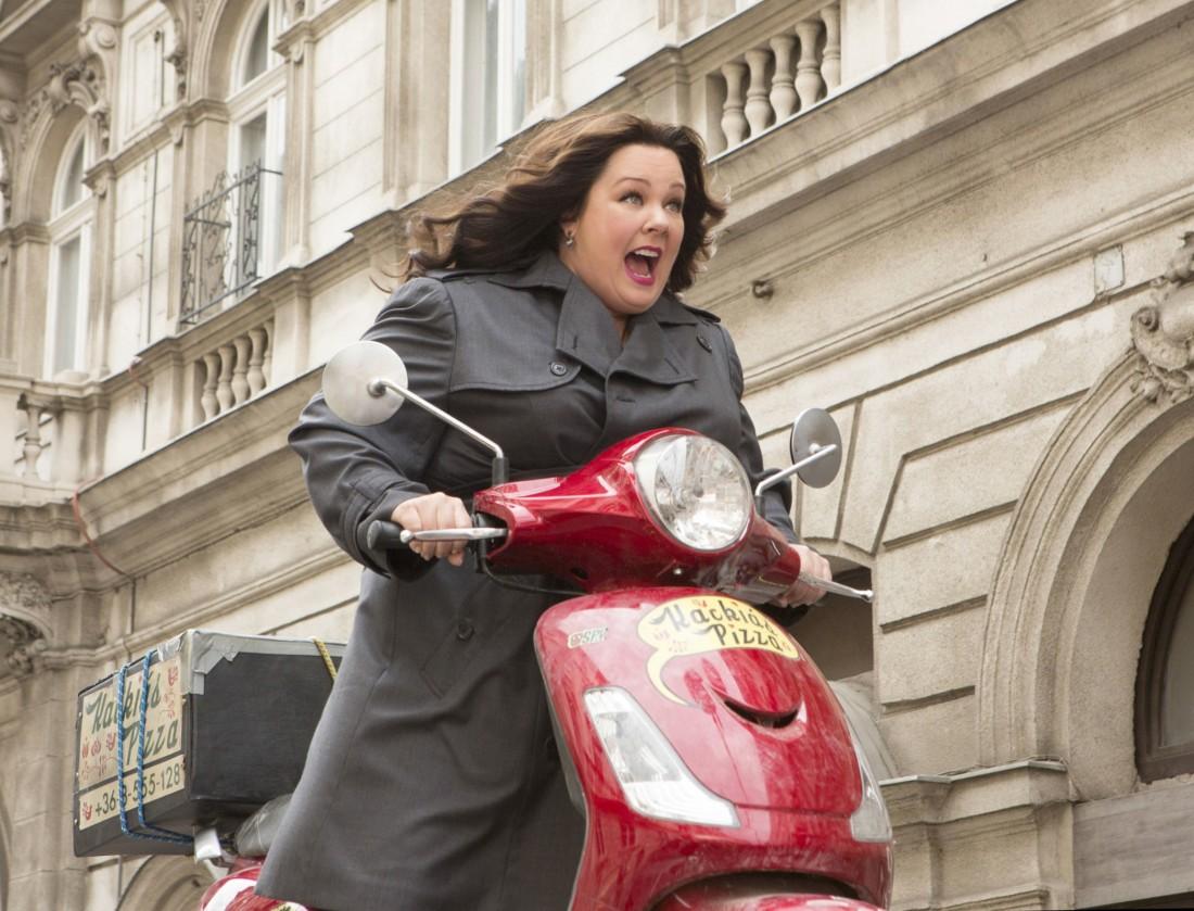DF-12964_R_CROP Susan Cooper (Melissa McCarthy) races to stop a deadly arms dealer.