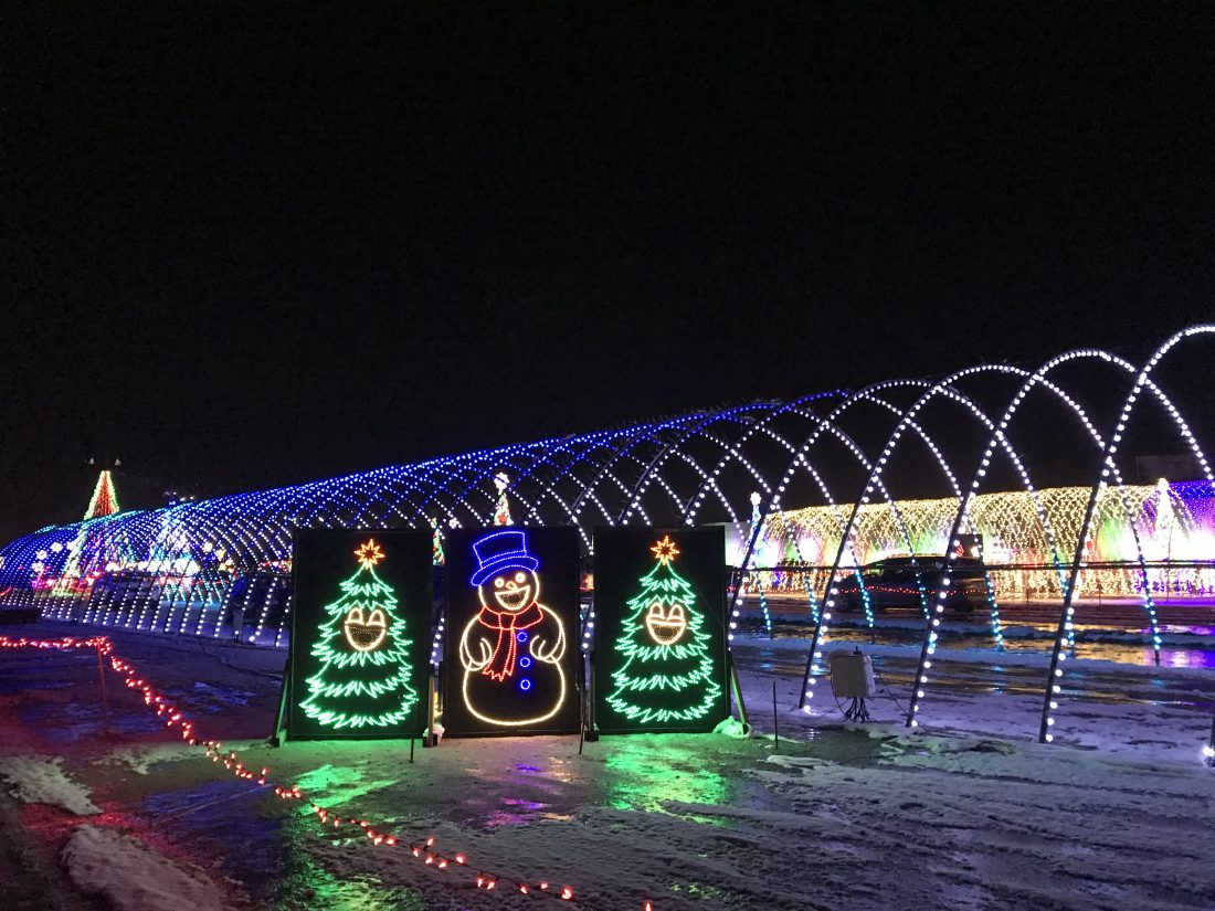 Christmas In Color.Christmas In Color Holiday Light Drive Through Review